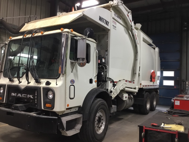 2020 Mack TE64 Labrie Starlight 40 Yd Mack MP7-325M Front Loader